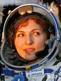 السائحة الأمريكية أنوشيه أنساري بعد عودتها بقليل من رحلتها الفضائية إلى شمال كازاخستان في 29/09/2006.