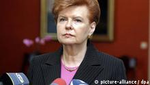 Latvian President Vaira Vike-Freiberga speaks during a press conference at the Riga Palace in Riga, Saturday 16 September 2006, Latvian president Vaira Vike-Freiberga confirmedSaturday that she intends to stand for the post of UN secretary-general - a job never before held by a woman. EPA/ANDREJS STROKINS +++(c) dpa - Report+++