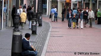 Obdachloser in der Fußgänerzone (Foto: DW)