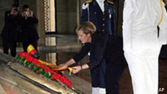 German Chancellor Angela Merkel, flanked by an honour guard, laying a wreath at Kemal Attaturk's mausoleum in Ankara, Oct. 5, 2006