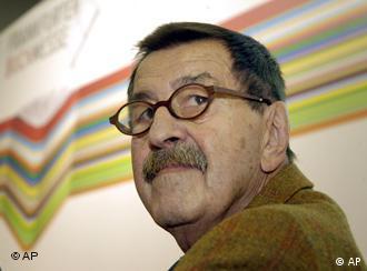 گونتر گراس در دیدار از نمایشگاه کتاب فرانکفورت در سال ۲۰۰۶