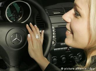 """""""الجنس الناعم"""" أكثر قوة على عجلة القيادة 0,,2199075_4,00.jpg"""