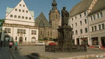 Marktplatz in Eisleben mit Luther-Denkmal