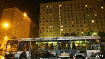 Jahrestag Unruhen in Frankreich Vororte Bus