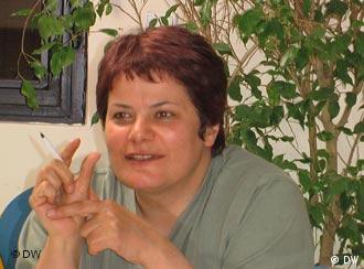 محبوبه عباسقلیزاده میگوید در شرایط سرکوب تنها بخش محافظهکار جنبش زنان که قائل به کار کردن در چارچبو نظام است میتواند ادامه فعالیت بدهد