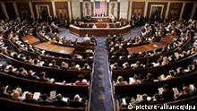 ARCHIV - Blick in eine Sitzung des amerikanischen Kongresses (Archivfoto vom 07.06.2006, aufgenommen während einer Rede der lettischen Präsidentin Vike-Freiberga). Der Kongress steht im Mittelpunkt der Wahlen am 7. November 2006. Der für die Gesetzgebung und die Kontrolle von Präsident und Regierung zuständige Kongress besteht aus zwei Kammern: dem Repräsentantenhaus (Abgeordnetenhaus) und dem Senat. Foto: Matthew Cavanaugh (zu dpa-Themenpaket Kongresswahlen am 27.10.2006) +++(c) dpa - Bildfunk+++