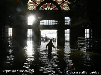 A man wades through Hamburg's flodded fish market in 2006