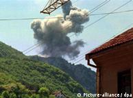 Bombardeio da Otan contra torre de telecomunicações em Uzice, a 200 km de Belgrado
