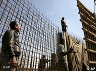 جهود اعادة البناء ما زالت بدائية