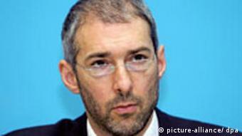 David Nussbaum, der Geschäftsführer von Transparency International (TI), aufgenommen am Montag (06.11.2006) in Berlin auf einer Pressekonferenz.