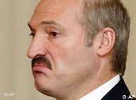 Detailaufnahme eines missmutig blickenden Alexander Lukaschenko (Foto: AP)