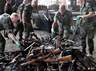 Pripadnici Bundeswehra uništavaju oduzeto oružje