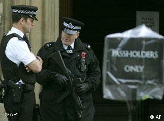 Пока британские спецслужбы ловят террористов...