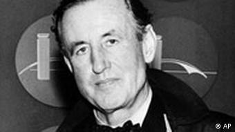 A black and white photo from 1962 of author Ian Fleming