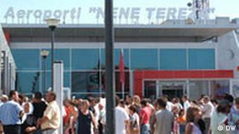 Flughafen, Rinas, Albanien (DW)