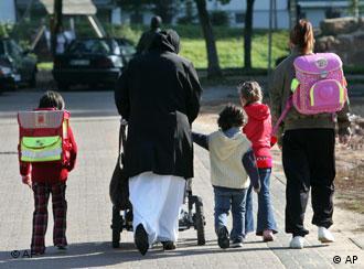 UNHCR avalia nova regra como 'passo na direção certa'