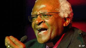 Anglican Archbishop Desmond Tutu, makes a speech during a function to mark his 75th birthday in Johannesburg, Saturday, Oct. 7, 2006. (AP Photo/Rebecca Hearfield)