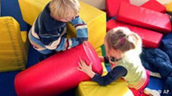 Deutschland Spielende Kinder in Frankfurt