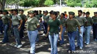 Frauen in einer militärischen Einheit