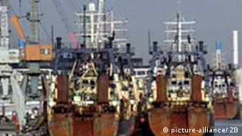 Hochseetrawler im Rostocker Fischereihafen