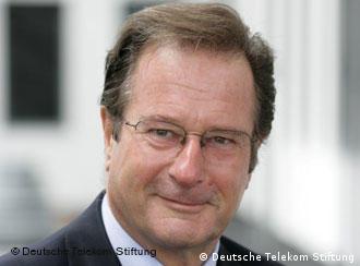 金克尔担任德国电信公司基金会主席