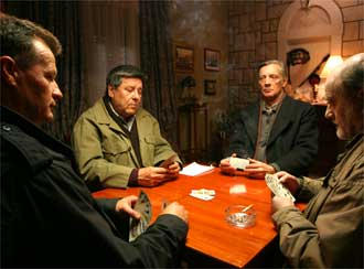 Kartenspieler am Tisch