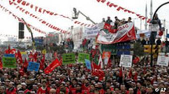 Demonstration gegen den Papst in der Türkei 2006 (Foto: AP Photo/Murad Sezer)