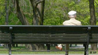 Rentner auf einer Bank Kabinett Rente