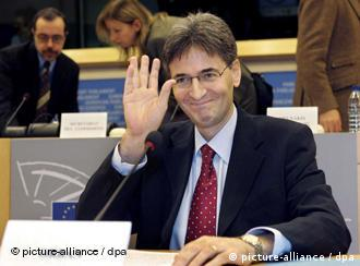 Leonard Orban waving to photographers in the European parliament