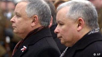 Polen Lech Kaczynski und Jaroslaw Kaczynski in Warschau