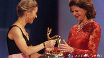 Queen Silvia, right, receives an award from Ursula von der Leyen