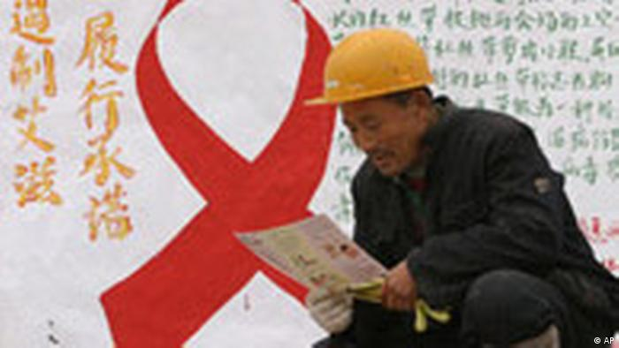China Welt Aids Tag Symbolbild (AP)