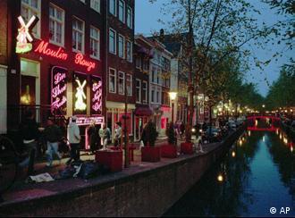 Prefeitura fechou um terço dos bordéis no bairro das luzes vermelhas em Amsterdã