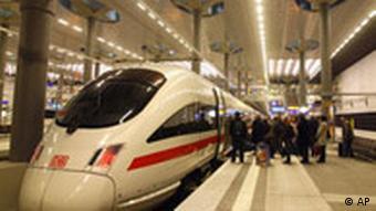 Berliner Hauptbahnhof von Meinhard von Gerkan mit Decke des Anstoßes
