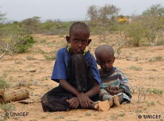 Der zehnjährige Abdi Nasser Mohammed und sein kleiner Bruder Imram in Kenia