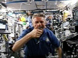 رائد الفضائ الألماني السابق توماس رايتر أثناء احدى رحلاته في عام 2006