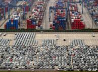 Autos made in China listos para la exportación, en Shangai. China adquiere cada vez más importancia en la economía mundial.