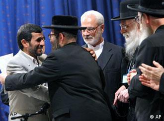 خاخامهای شركتكننده در كنفرانس هولوكاست در ديدار با محمود احمدینژاد