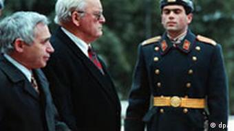 Zhelio Zhelev (links) und der ehemalige deutsche Bundespräsident (1994 -1999) Roman Herzog (mitte)