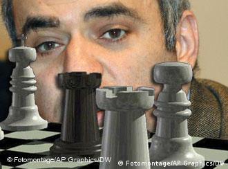 Гарри Каспаров и шахматные фигуры