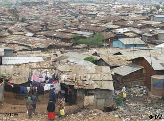 Überblick über das Dorf Soweto, Teil des Slums von Kibera in Nairobi