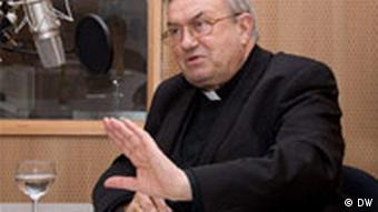 Kardinal Karl Lehmann im Gespräch (Foto: DW/ Vincent Mosch)