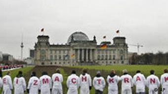 Protestors in front of the Reichstag