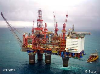 Буровая платформа компании Statoil в Северном море