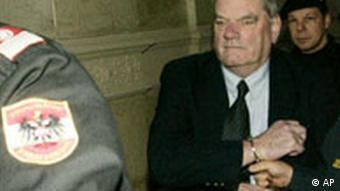 Österreich Holocaust David Irving vor Gericht auf Bewährung frei