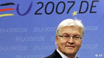 Außenminister Frank-Walter Steinmeyer stellt Programm zur deutschen EU-Ratspräsidentschaft vor