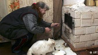 Weißrussland Frau am Herd