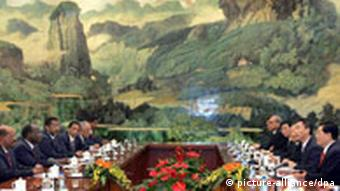China's President Hu Jintao, second right, meets with Sudan President Omar al-Bashir, left