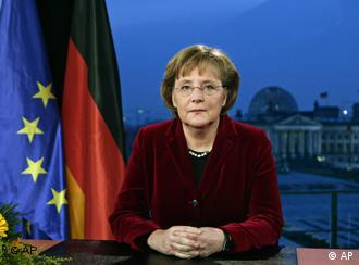 Merkel says cutting unemployment will get priority in 2007