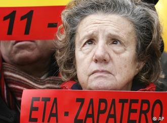 Manifestación de la Asociación Víctimas del Terrorismo en contra de la política de Rodríguez Zapatero, diciembre 2006